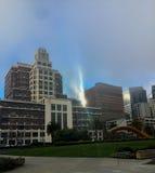 Edificio de Gap en una salida del sol de niebla Imagen de archivo libre de regalías