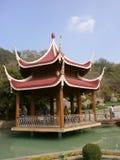 Edificio de la arquitectura de Japón en parque de naturaleza Imágenes de archivo libres de regalías