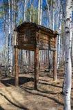 Edificio de la caza en el bosque Imagenes de archivo