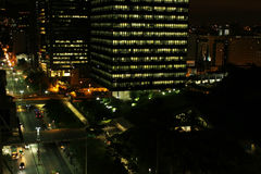 Edificio de la ciudad, luces de la ciudad Imagen de archivo libre de regalías