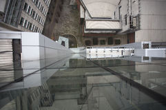 Edificio de la ciudad que mira abajo Foto de archivo