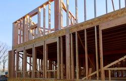 Edificio de la construcci?n exterior del haz de madera de la nueva construcci?n casera foto de archivo