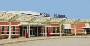 Edificio de la escuela secundaria imagen de archivo