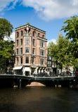 Edificio de la esquina en Amsterdam Imagenes de archivo