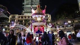 Edificio 1881 de la herencia a través de la ventana circular en Hong Kong almacen de metraje de vídeo