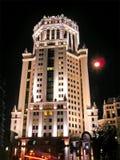 Edificio de la noche foto de archivo