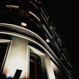 Edificio de la noche Fotos de archivo