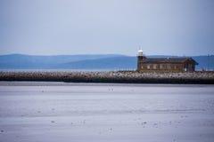 Edificio de la orilla del agua imagen de archivo libre de regalías