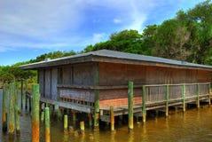 Edificio de la playa en los zancos Imágenes de archivo libres de regalías