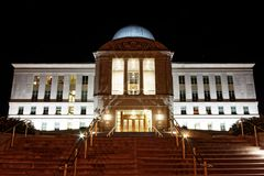Edificio de la rama judicial de Iowa en la noche fotografía de archivo libre de regalías