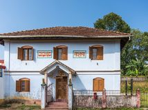 Edificio de la secretaria del templo de Shree Omkareshwara, Madikeri la India fotografía de archivo