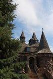 Edificio de la torre de reloj del castillo Imágenes de archivo libres de regalías