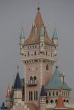 Edificio de la torre del parque de atracciones Foto de archivo