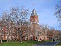 Edificio de la universidad en caída Fotografía de archivo libre de regalías