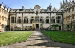 Edificio de la universidad en Oxford, Inglaterra imagen de archivo