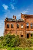 Edificio de ladrillo abandonado Imágenes de archivo libres de regalías