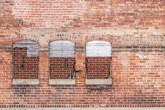 Edificio de ladrillo abandonado en una zona urbana I Fotografía de archivo libre de regalías