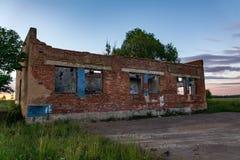 Edificio de ladrillo abandonado viejo Fotos de archivo