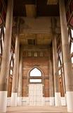 Edificio de ladrillo con la puerta del arco foto de archivo libre de regalías