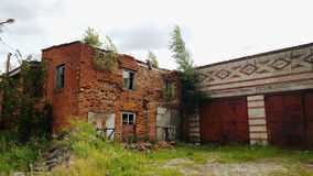 Edificio de ladrillo destruido DONETSK, UCRANIA Fotos de archivo libres de regalías