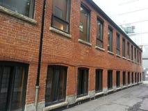 Edificio de ladrillo rojo Fotos de archivo libres de regalías