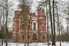 Edificio de ladrillo rojo con cuatro torres Foto de archivo libre de regalías