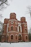 Edificio de ladrillo rojo con cuatro torres Fotografía de archivo libre de regalías
