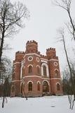 Edificio de ladrillo rojo con cuatro torres Imagenes de archivo