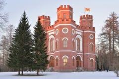 Edificio de ladrillo rojo con cuatro torres - el arsenal en el Alexand Imagen de archivo libre de regalías