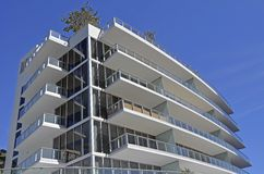 Edificio de lujo de la propiedad horizontal Imagen de archivo libre de regalías