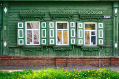 Edificio de madera de los diecinueveavo - siglos a principios de siglo 20, Gomel, Belar Imágenes de archivo libres de regalías