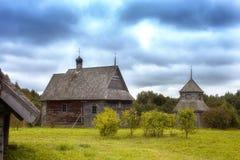 Edificio de madera del vintage en el otoño fotos de archivo libres de regalías