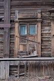 Edificio de madera dilapidado Fotos de archivo libres de regalías