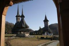 Edificio de madera en un monasterio ortodoxo IV Imágenes de archivo libres de regalías