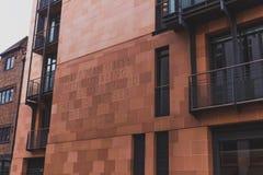 Edificio de Mayfair con citas a lo largo del exterior Foto de archivo