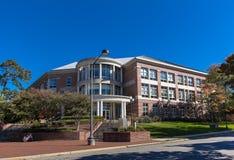 Edificio de Moore Humanities y de la administración de la investigación en UNCG Imagen de archivo