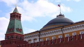Edificio de Moscú el Kremlin y del senado, cuadrado rojo almacen de video