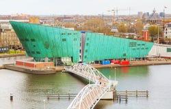 Edificio de Nemo del centro de la ciencia en Amsterdam Foto de archivo