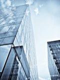 Edificio de oficinas azul Fotos de archivo