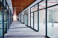 Edificio de oficinas bajo construcción Imagen de archivo libre de regalías