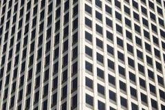 Edificio de oficinas concreto y de cristal moderno Foto de archivo