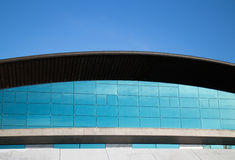Edificio de oficinas curvado Foto de archivo libre de regalías
