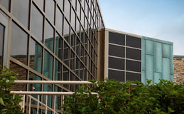 Edificio de oficinas de cristal moderno Foto de archivo libre de regalías