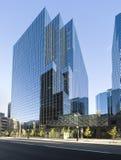 Edificio de oficinas de cristal moderno Fotos de archivo libres de regalías