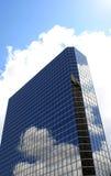 Edificio de oficinas de Highrise Imágenes de archivo libres de regalías