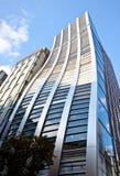 Edificio de oficinas de la alta subida en Japón fotos de archivo libres de regalías