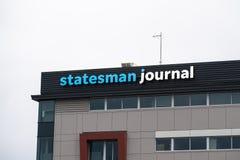 Edificio de oficinas del diario del estadista en Oregon imagenes de archivo