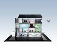 Edificio de oficinas elegante en la tableta La ayuda por el panel solar, almacenamiento de la energía de la oficina elegante al s Fotografía de archivo