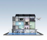 Edificio de oficinas elegante en la tableta La ayuda por el panel solar, almacenamiento de la energía de la oficina elegante al s Imagen de archivo libre de regalías