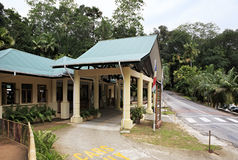 Edificio de oficinas en el Vallee de Mai Nature Fotos de archivo